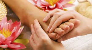 Tips to take care of your feet and hands